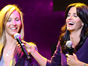 "<em>Friends:</em> Lisa Kudrow sings ""Smelly Cat"" for Benefit Crowd"