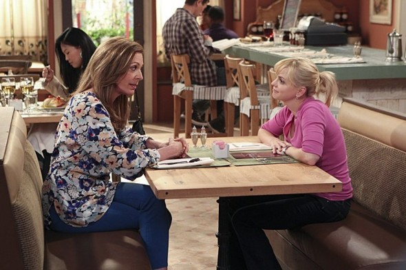 Mom TV show on CBS: canceled or renewed?
