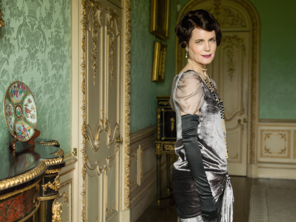 ELIZABETH MCGOVERN AS CORA, COUNTESS OF GRANTHAM. (C) Nick Briggs/Carnival