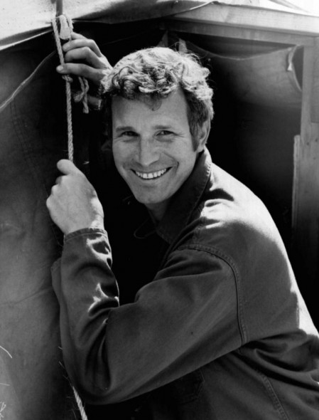 M*A*S*H TV show on CBS: Wayne Rogers dead at 82; Trapper John actor, dead at 82 (canceled or renewed?)