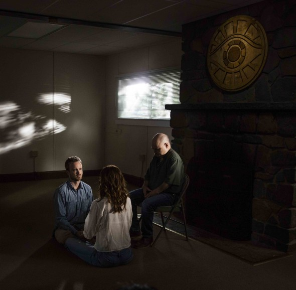 Aaron Paul and Michelle Monaghan as Eddie and Sarah Lane in Hulu's The Path.  Credit: Greg Lewis/Hulu