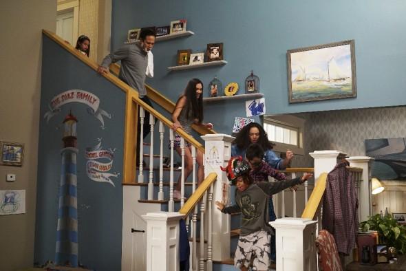(Disney Channel/Eric McCandless) ARIANA GREENBLATT, JOE NIEVES, RONNI HAWK, KAYLA MAISONET, NICOLAS BECHTEL, MALACHI BARTON