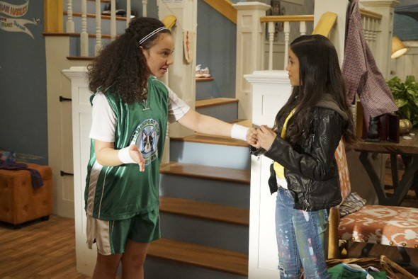 (Disney Channel/Eric McCandless) KAYLA MAISONET, JENNA ORTEGA