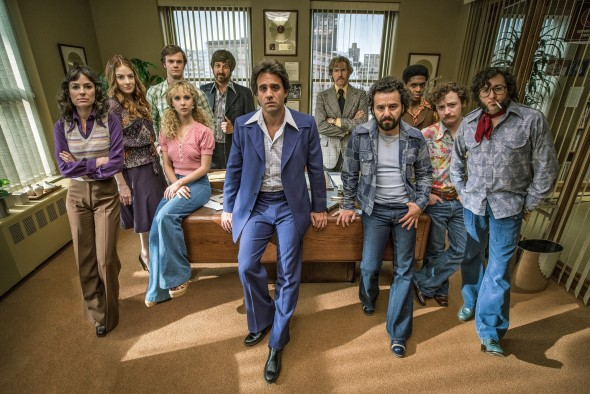 Photo (L-R): Mackenzie Meehan, Emily Tremaine, Jack Quaid, Juno Temple, Ray Romano, Bobby Cannavale, J.C. Mackenzie, Max Casella, Griffin Newman, P.J. Byrne (Credit: courtesy of HBO)