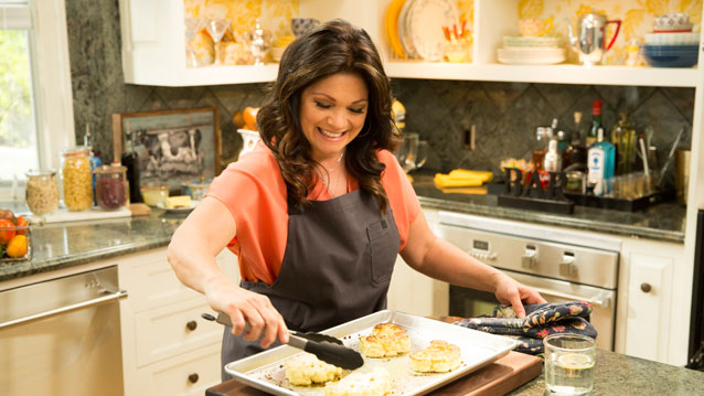 Valerie 39 S Home Cooking Valerie Bertinelli Returns To Food Network Canceled Tv Shows Tv