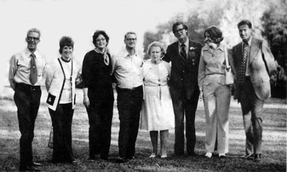 "via AllAboutTheWaltons.com. From Left: Cliff (Jason), Nancy (Elizabeth), Audrey (Erin) James (Jim Bob), Doris ""Mother"" Hamner (Olivia), Earl Hamner Jr. (John-Boy), Marian (Mary Ellen), Paul (Ben). Missing: Bill."