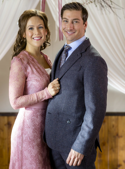 When Calls the Heart TV show on Hallmark Channel: season 4 renewal
