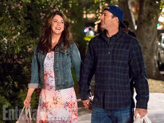 Gilmore Girls TV show on Netflix: canceled or renewed?