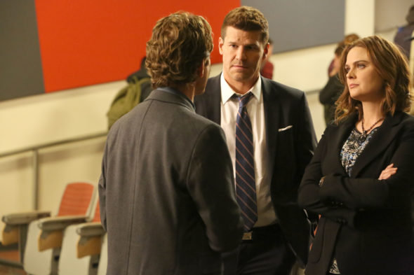 "BONES: L-R: David Boreanaz and Emily Deschanel in the ""The Stiff In The Cliff"" episode of BONES airing Thursday, June 23 (8:00-9:00 PM ET/PT) on FOX. ©2016 Fox Broadcasting Co. Cr: Patrick McElhenney/FOX"