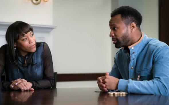 Braindead TV show on CBS: season 1 (canceled or renewed?).