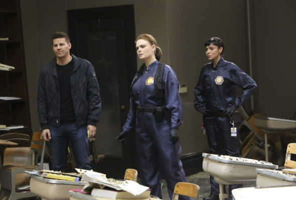 """BONES: L-R: David Boreanaz, Emily Deschanel and Tamara Taylor in the """"The Nightmare Within The Nightmare"""" season finale episode of BONES airing Thursday, July 21 (8:00-9:00 PM ET/PT) on FOX. ©2016 Fox Broadcasting Co. Cr: Patrick McElhenney/FOX"""