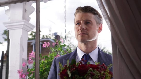 GOTHAM: Ben Mckenzie in the ÒMad City: Burn The WitchÓ episode of GOTHAM airing airing Monday, Sept. 26 (8:00-9:01 PM ET/PT) on FOX. ©2016 Fox Broadcasting Co. Cr: Nicole Rivelli/FOX.