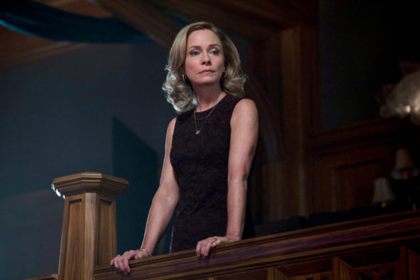 "Arrow -- ""Trust But Verify"" -- Image AR111b_0275b -- Pictured: Susanna Thompson as Moira -- Photo: Jack Rowand/The CW -- ©2013 The CW Network. All Rights Reserved"