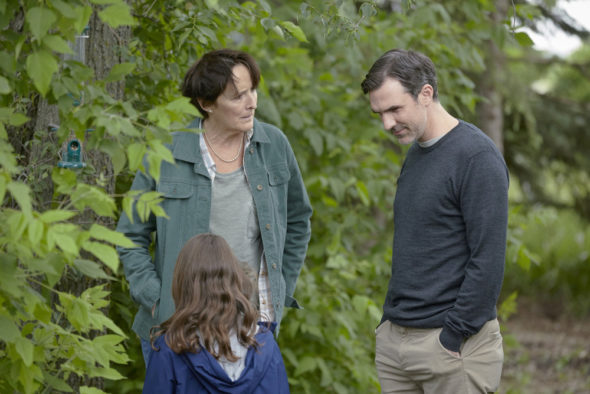 "CHANNEL ZERO: CANDLE COVE -- ""You Have to Go Inside"" Episode 101 -- Pictured: (l-r) Fiona Shaw as Marla Painter, Paul Schneider as Mike Painter -- (Photo by: Allen Fraser/Syfy)"
