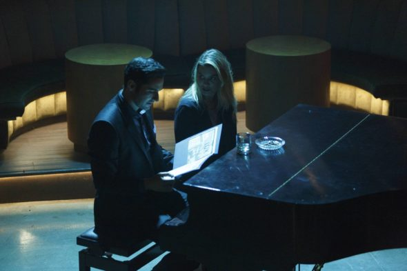 LUCIFER: L-R: Tom Ellis and Lauren German in the ÒHomewreckerÓ episode of LUCIFER airing Monday, Nov. 21 (9:01-10:00 PM ET/PT) on FOX. ©2016 Fox Broadcasting Co. Cr: Michael Courtney/FOX.