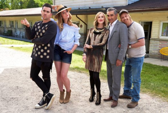 Schitt's Creek TV show on Pop: season 3 premiere (canceled or renewed?)