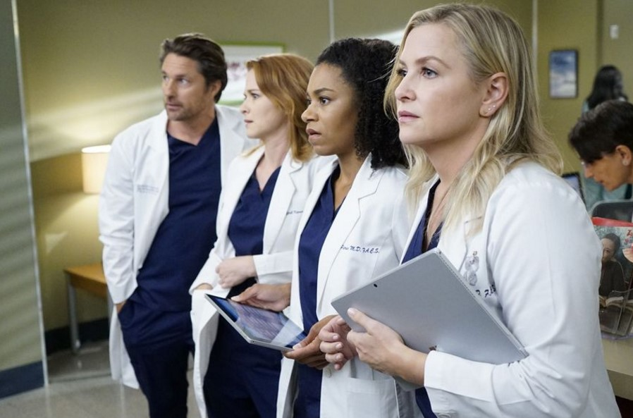 Greys Anatomy The Conners Abc Boss Gives An Update On 2019 20
