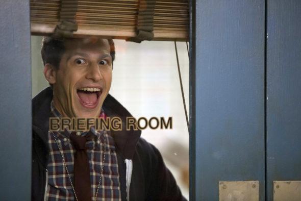 Brooklyn Nine-Nine TV show on FOX: season 4 (canceled or renewed?)