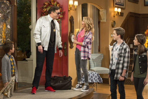 Fuller House TV show on Netflix: season 2 (canceled or renewed?)
