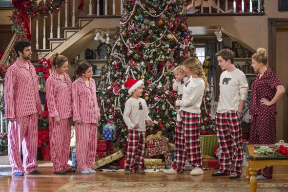 Fuller House TV show on Netflix: season 2 (canceled or renewed?)