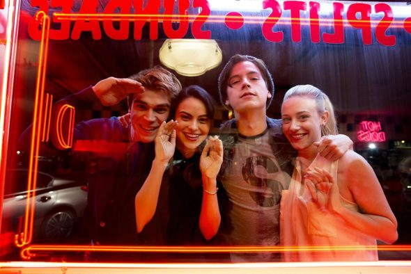 Riverdale TV show on The CW: canceled or season 2? (release date)