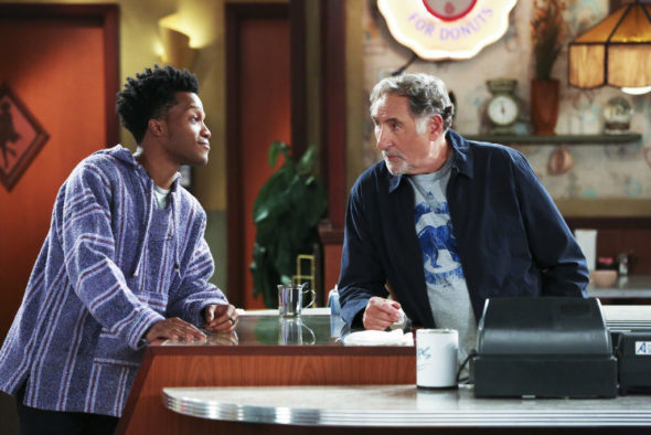 Superior Donuts Tv Show On Cbs Cancelled Or Renewed Canceled Renewed Tv Shows Tv Series Finale