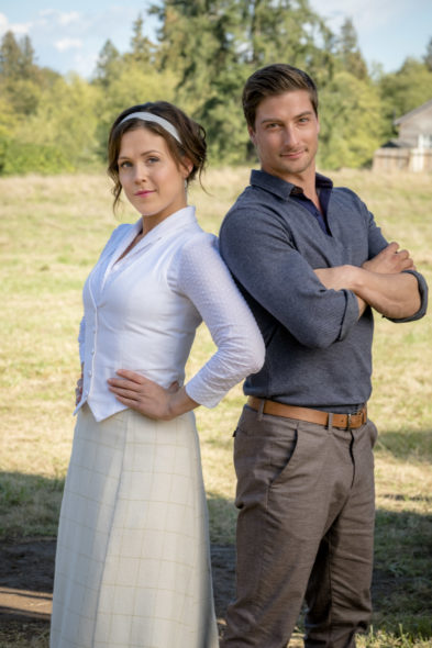 When Calls the Heart TV show on Hallmark Channel: season 4 premiere (canceled or renewed?)