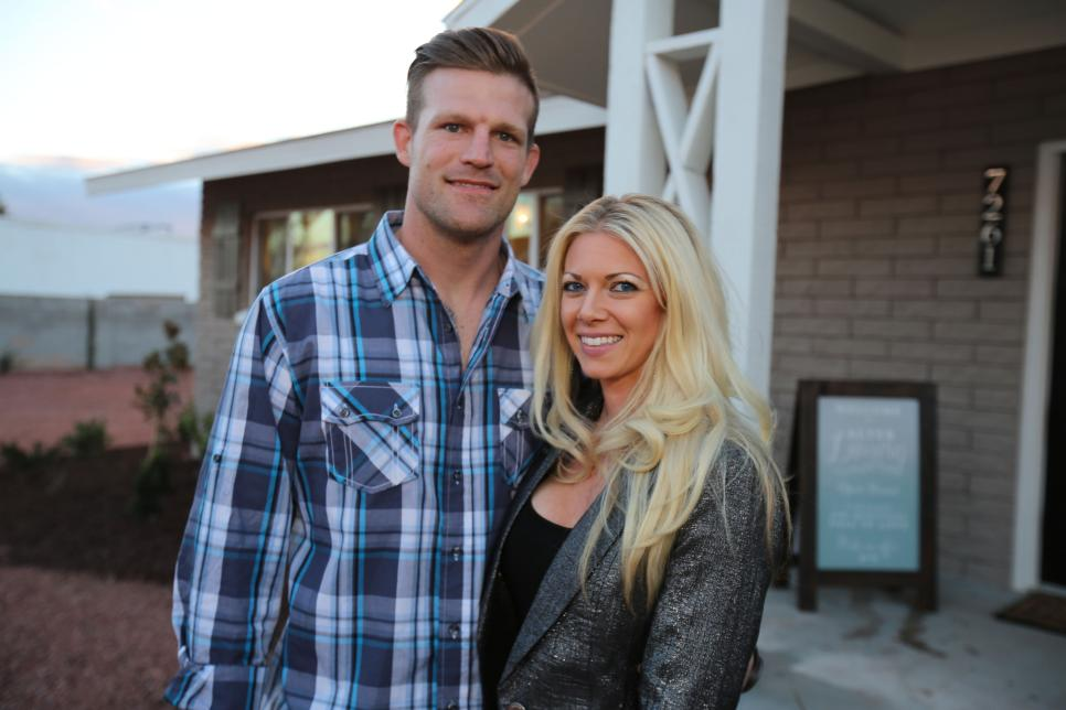 Flip or flop vegas season two renewal for hgtv spinoff for Flip flop real estate