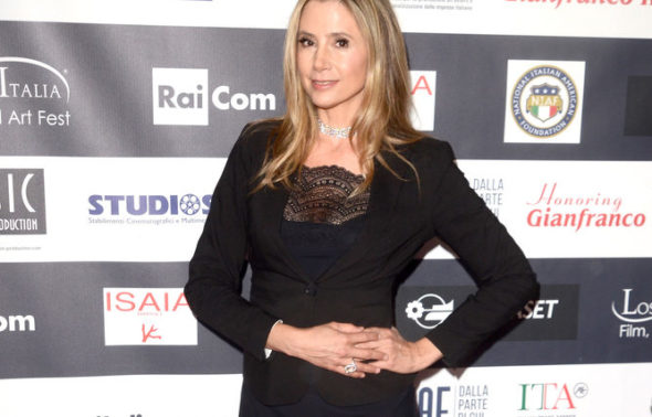 Actress Mira Sorvino Praises Her Father After He Threatened Harvey Weinstein