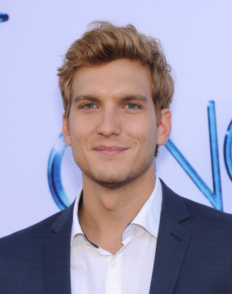 David Hull and Scott Michael Foster promoted to series regulars in Crazy Ex-Girlfriend TV show on The CW: season 3 (canceled or renewed?)