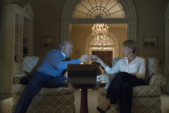 House of Cards TV show on Netflix: canceled or season 6? (release date)