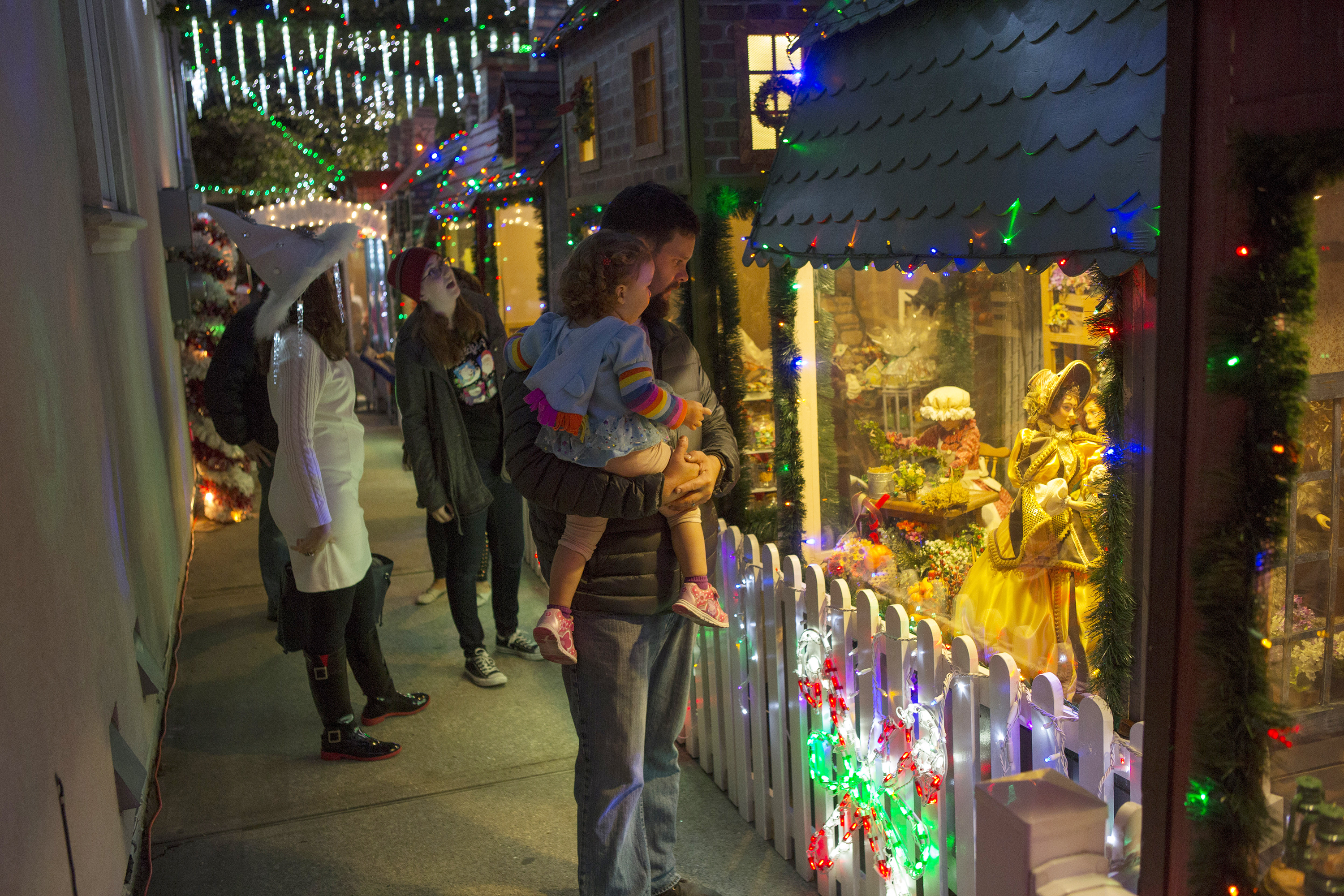 The Great Christmas Light Fight TV Show on ABC: Season Four Viewer ...