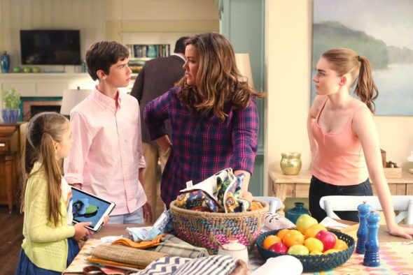American Housewife TV show on ABC: canceled or season 3? (release date); Vulture Watch