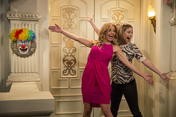 Fuller House TV show on Netflix: season 4 renewal (canceled or renewed?)