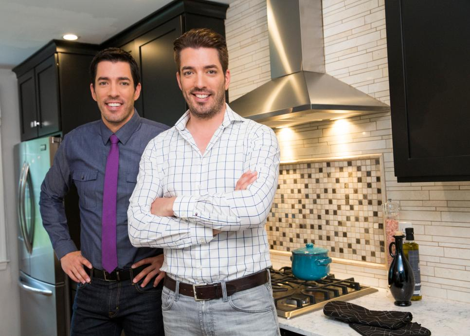 Property Brothers Jonathan And Drew Scott Sign Multi Year Deal With Hgtv Canceled Tv Shows Series Finale