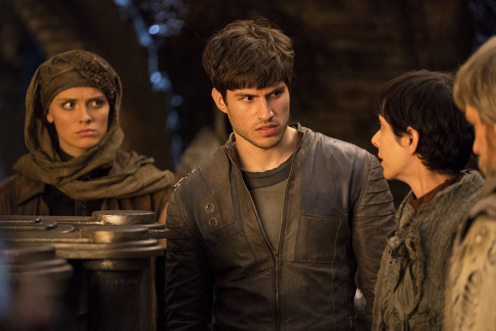 krypton  season two  syfy renews superman prequel series  season one finale photos