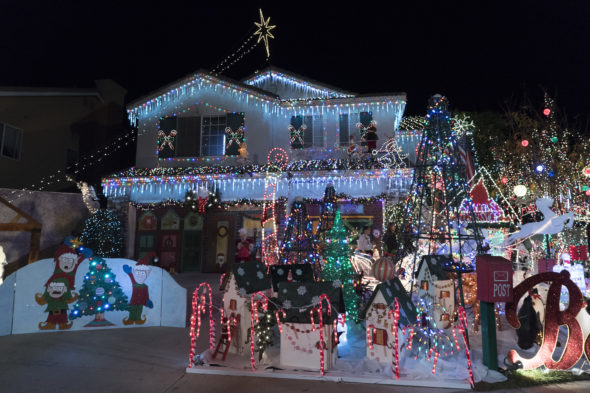 The Great Christmas Light Fight TV show on ABC: season 6 ratings (canceled or renewed for season 7?)