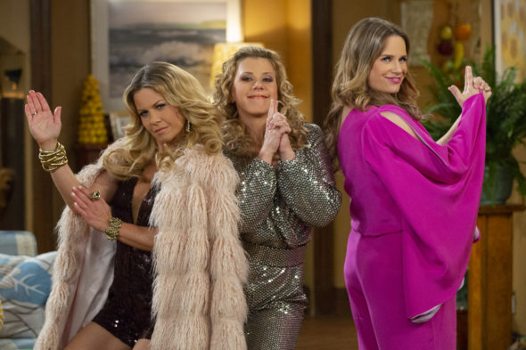 Fuller House TV show on Netflix: season 4 (canceled or renewed for season 5?)