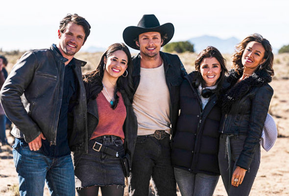 Roswell, New Mexico TV show on The CW: season 2 renewal for the 2019-20 TV season
