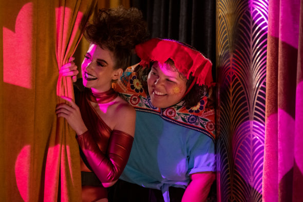 GLOW TV show on Netflix: canceled or season 4? (release date); Vulture Watch