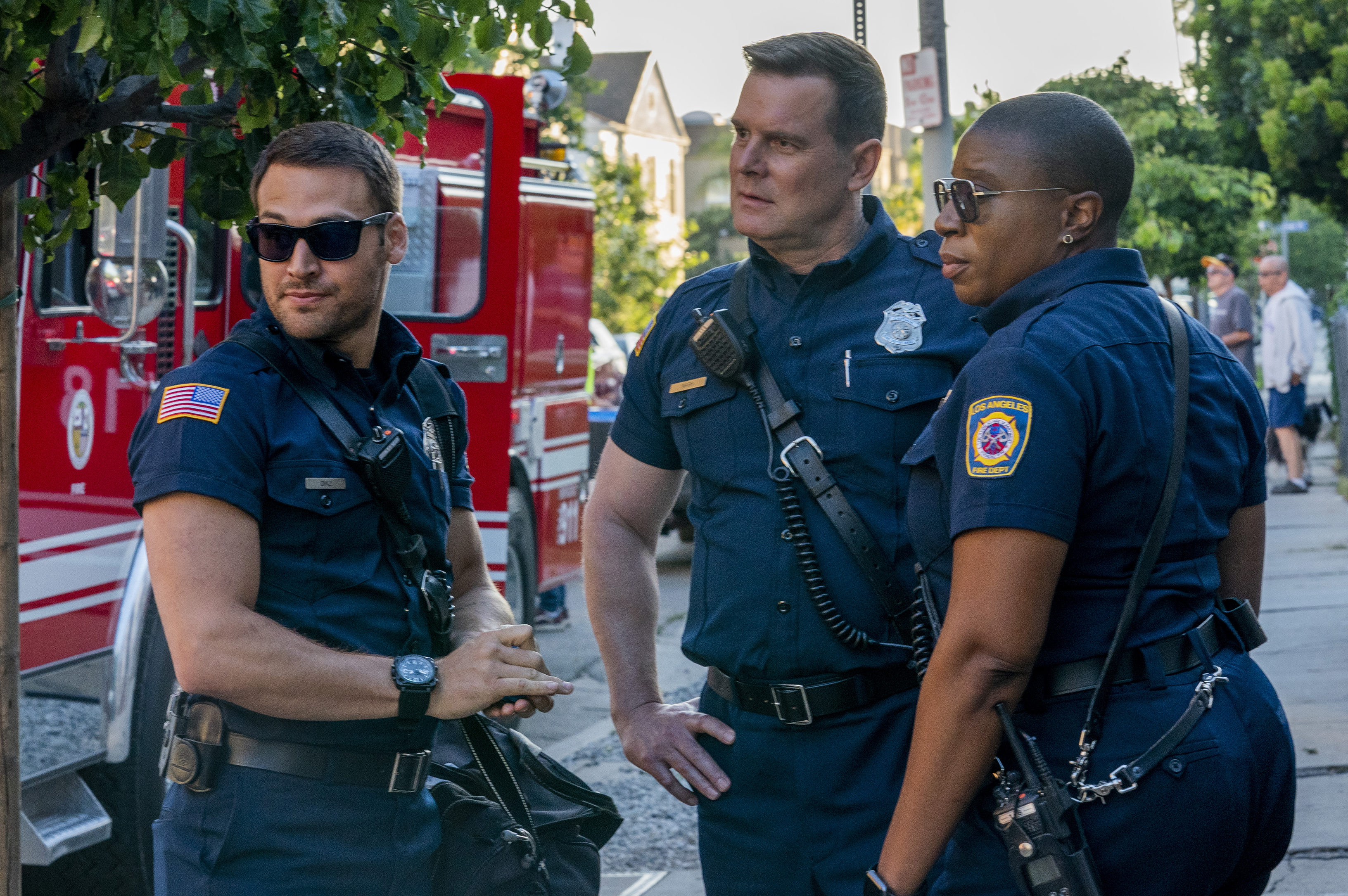 9 1 1 On Fox Cancelled Or Season 4 Release Date Canceled Renewed Tv Shows Tv Series Finale