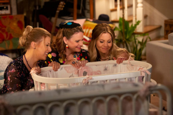 Fuller House TV show on Netflix: canceled or renewed for season 6?