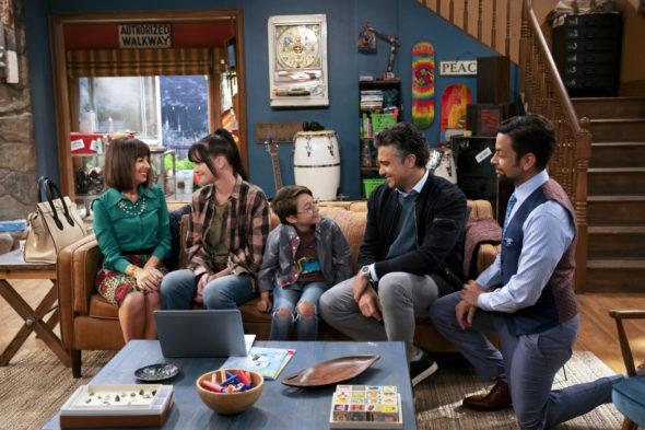 Broke TV show on CBS: canceled or renewed for season 2?