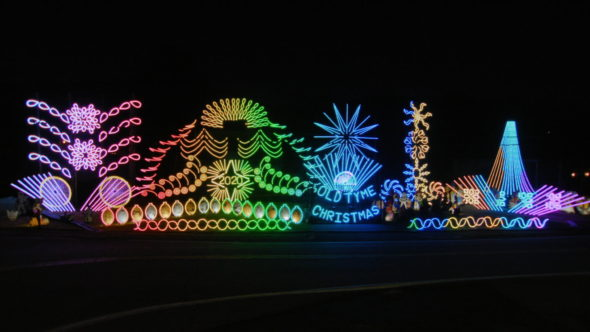 The Great Christmas Light Fight TV show on ABC: canceled or renewed for season 9?
