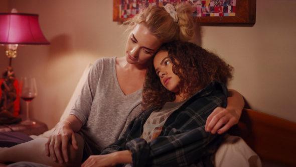 Ginny & Georgia TV show on Netflix: season 2 renewal